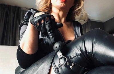Domination au Telephone avec Maitresse Nicole